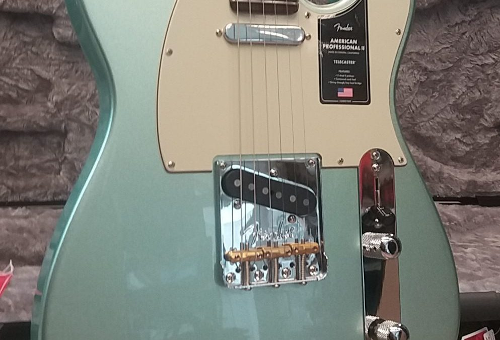 Angekommen !!! Fender Am Pro II Tele in mystic surf green